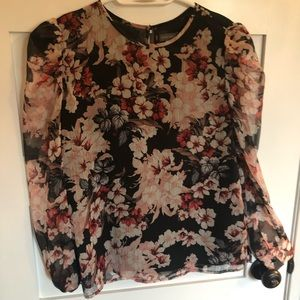 Vince Camuto Floral tip with sheer sleeves